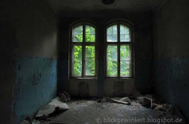 Verfallenes Gebäude im Männersanatorium Beelitz-Heilstätten