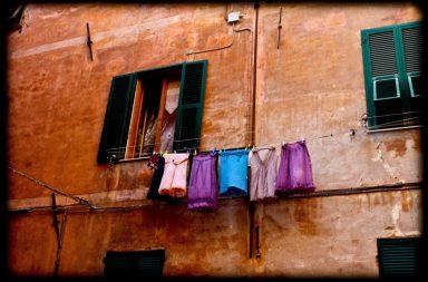 Italienische Unterröcke auf Leine