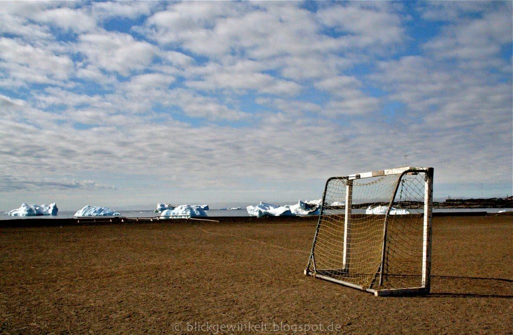 Fußballtor mit Eisberg-Bucht
