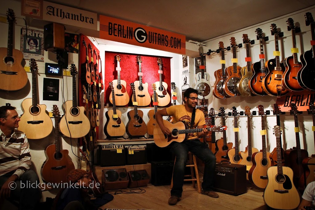 Berlin Guitars Shop mit Konzert