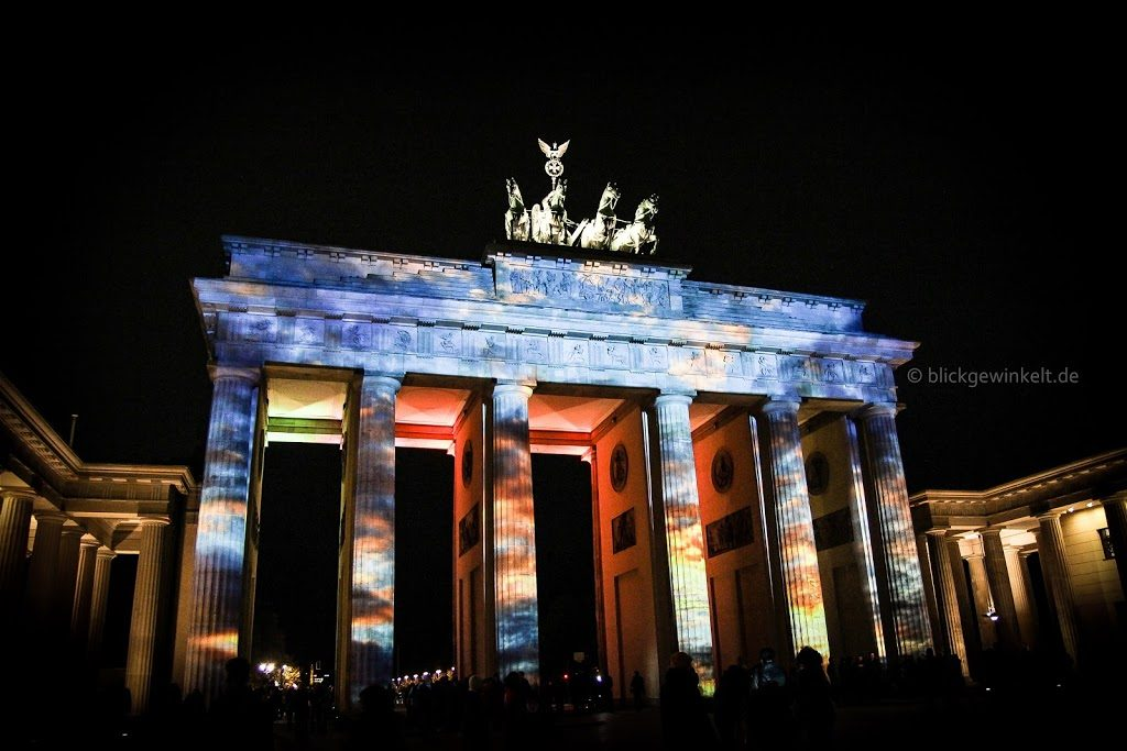 Festival of Lights in Berlin: Das Brandenburger Tor bunt angeleuchtet