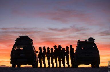 Scherenschnitt Gruppe von Menschen im Sonnenuntergang