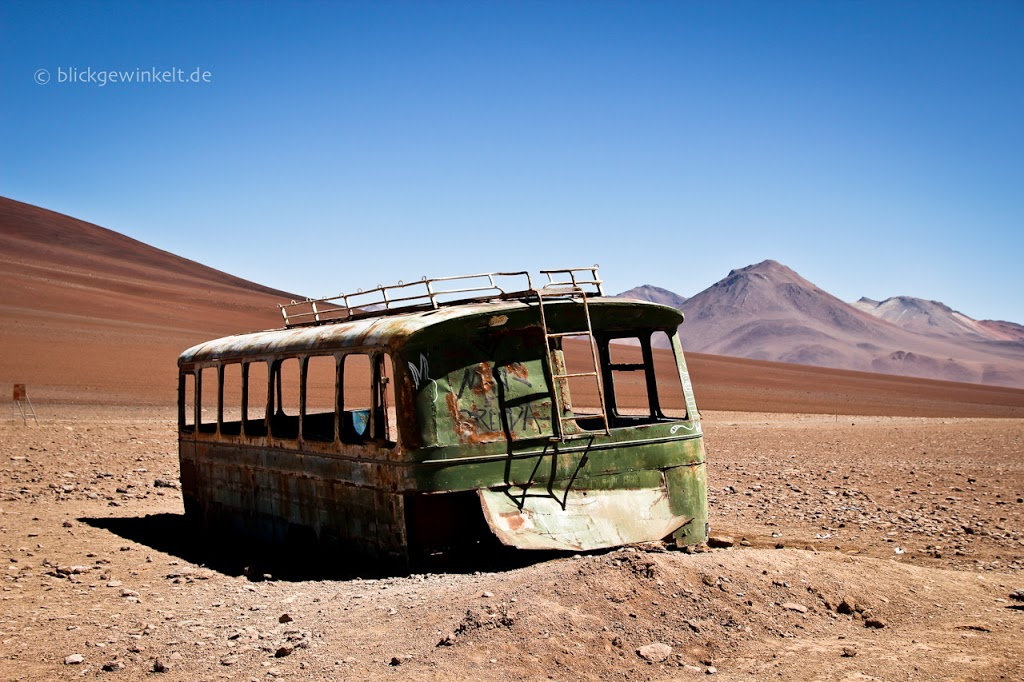 Alter Bus in der Wüste in Bolivien