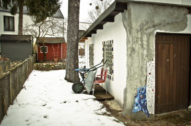 Garten mit Garage