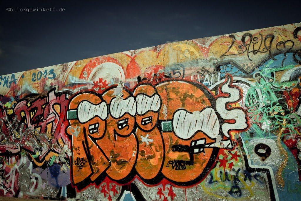 Grafitti auf dem Mauerstreifen im Mauerpark Berlin
