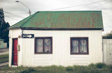 Haus mit Weihnachtsschmuck, Patagonien