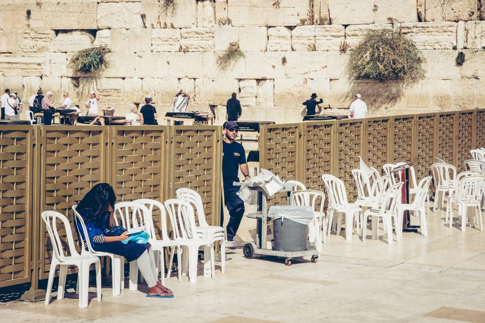 Klagemauer in Israel mit Müllmann