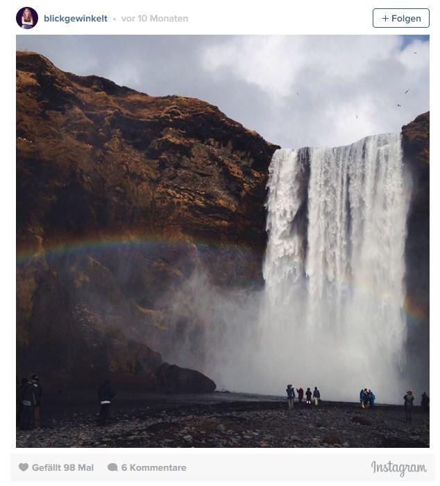 Skogafoss Wasserfall in Island mit Regenbogen