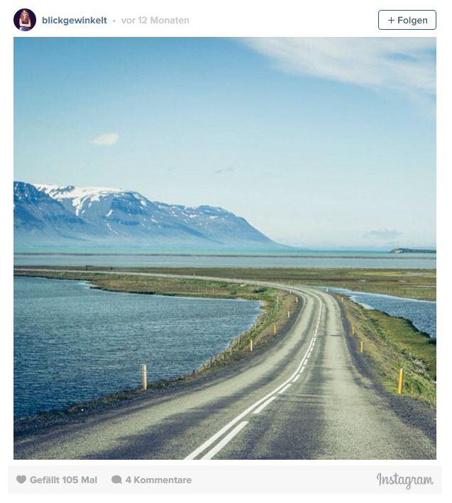 Straße über schmale Landmasse im Norden Islands