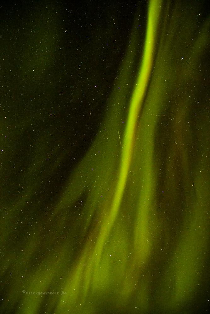 Polarlicht / Nordlicht in Island in grün und magenta