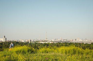 Blick über Berlin mit Funkturm und Fernsehturm