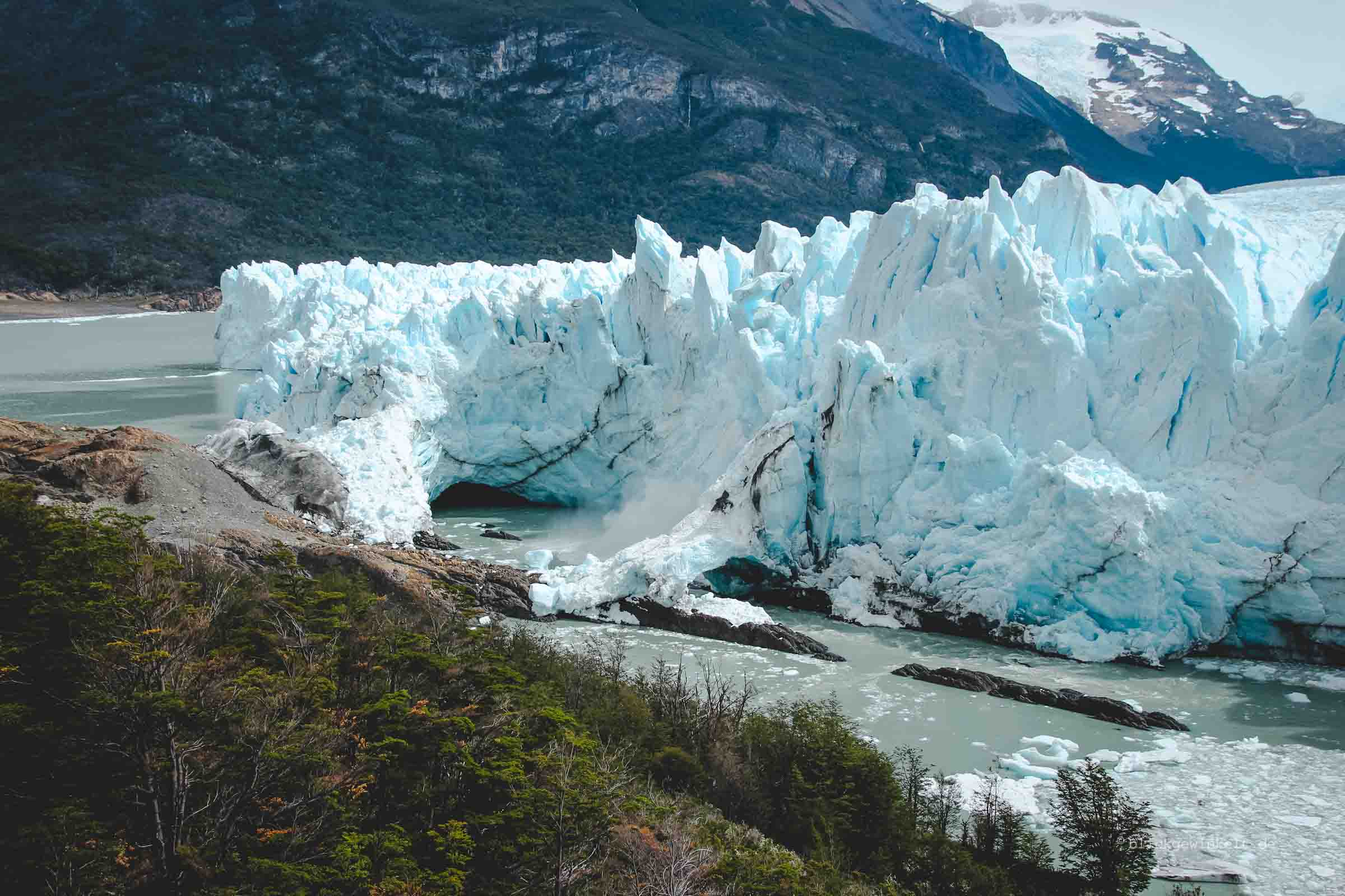 Abbruch eines großen Stückes vom Gletscher