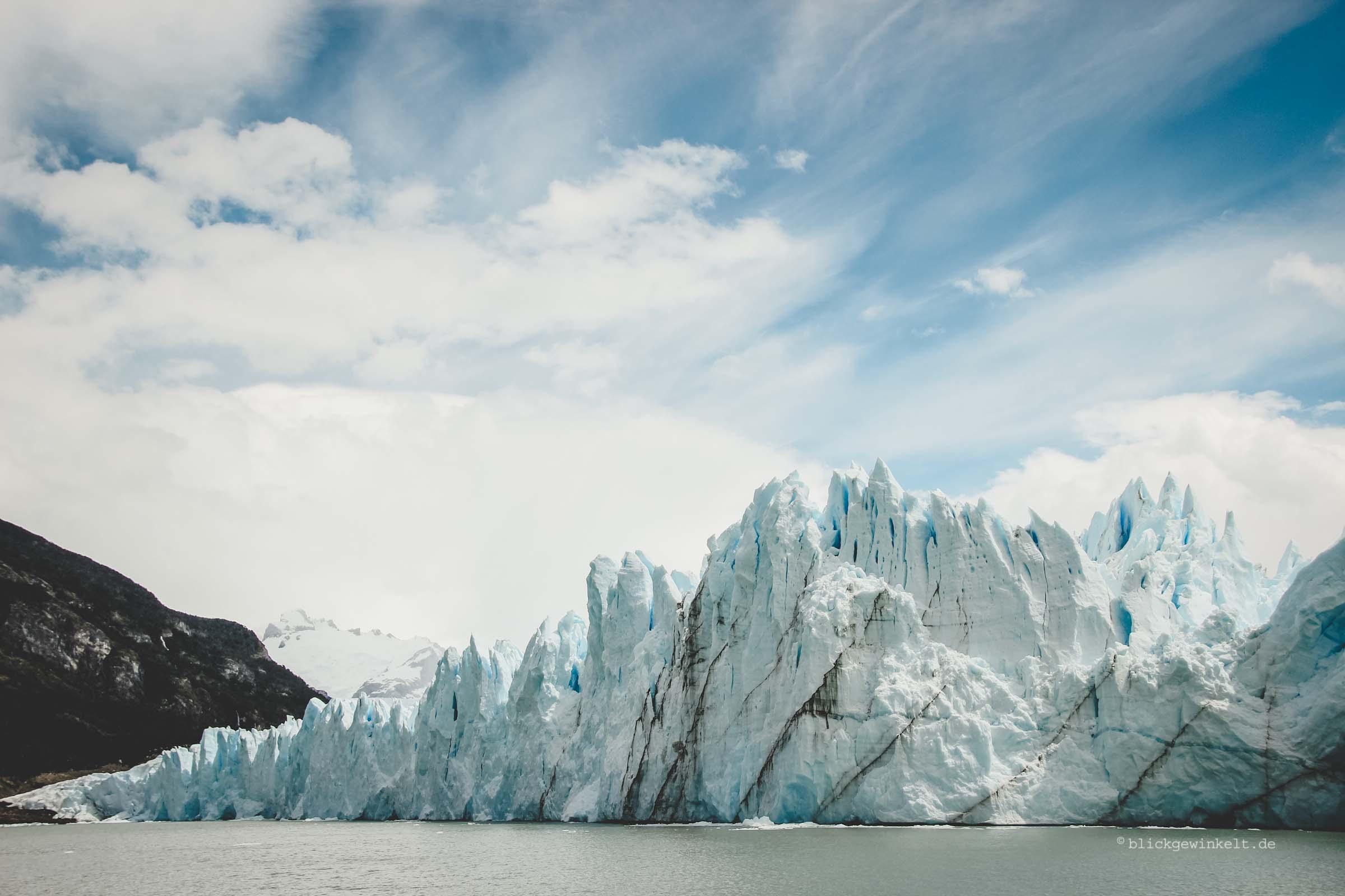 Abbruchkante des Perito Moreno-Gletschers vom Wasser aus