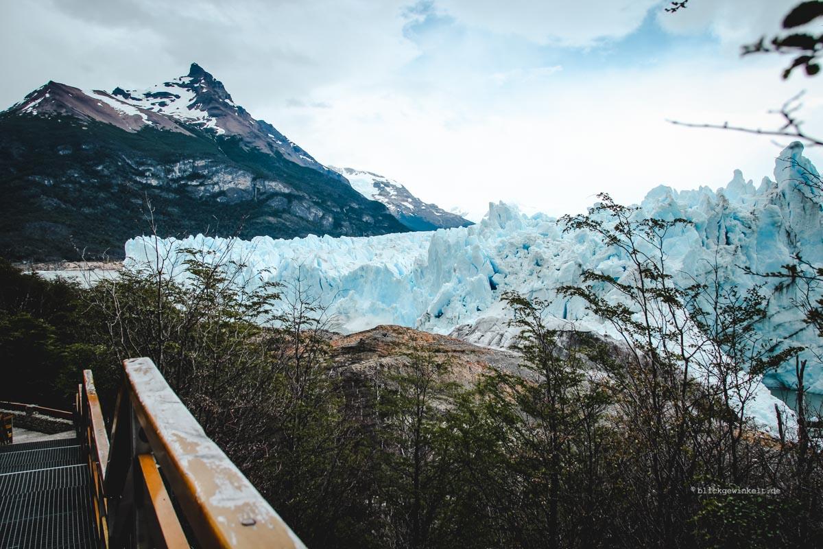 Laufstege führen zum Gletscher