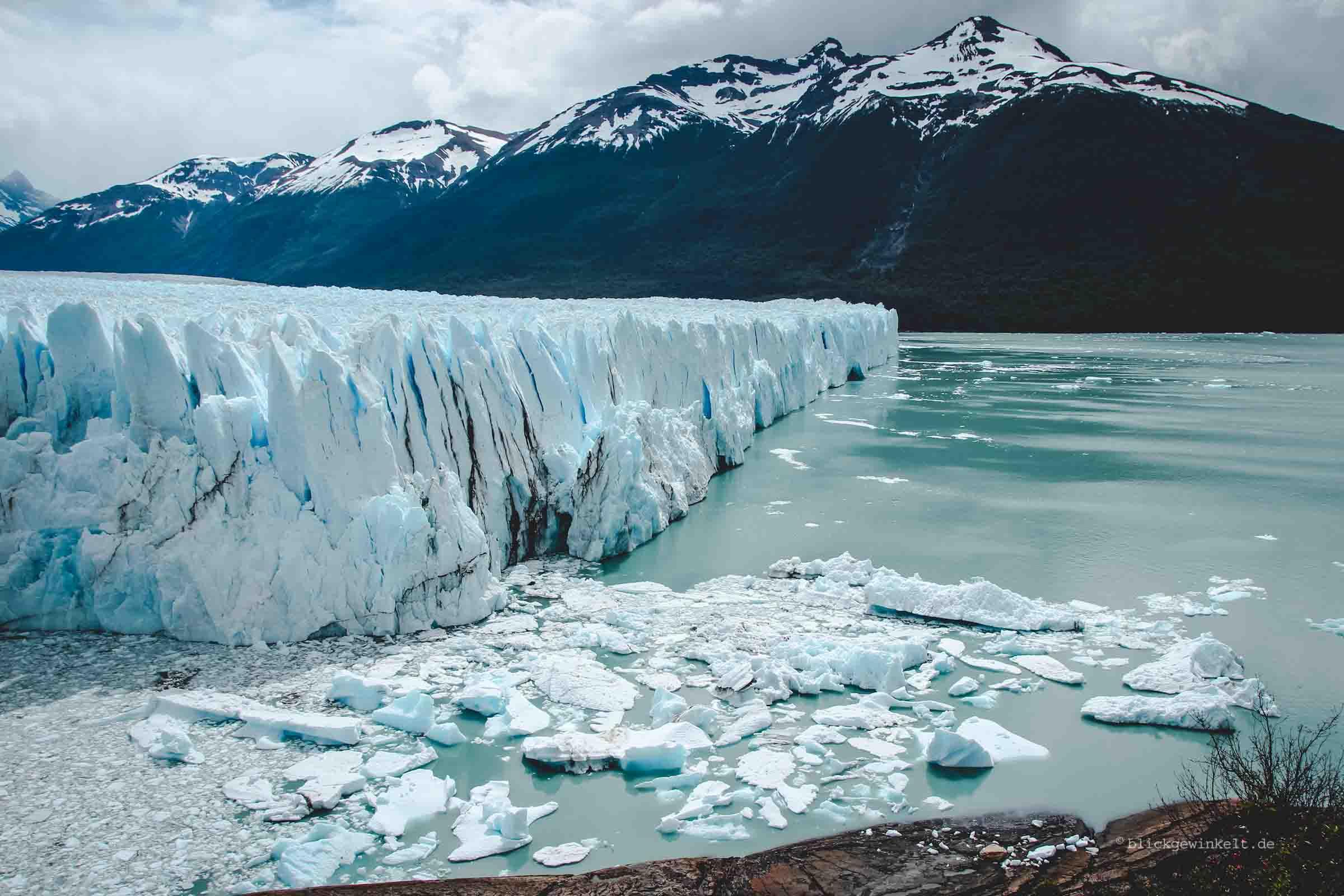 Abbruchkante des Perito Moreno mit türkisen Gletschersee