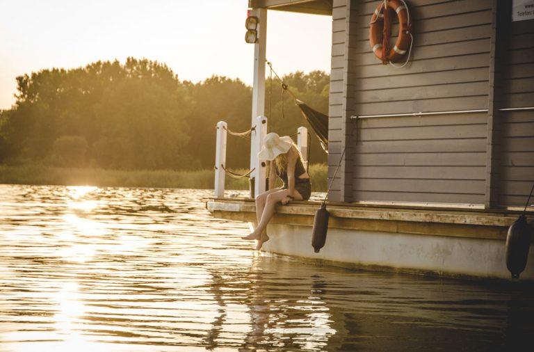 Hausboot BunBo im Abendlicht
