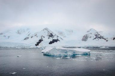 Eisberg vor Antarktischem Festland