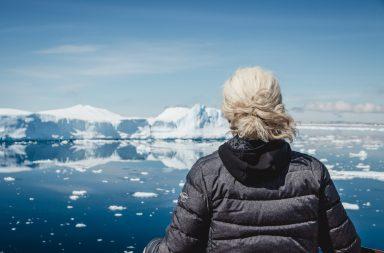Eisberge in der Antarktis, Person an Deck