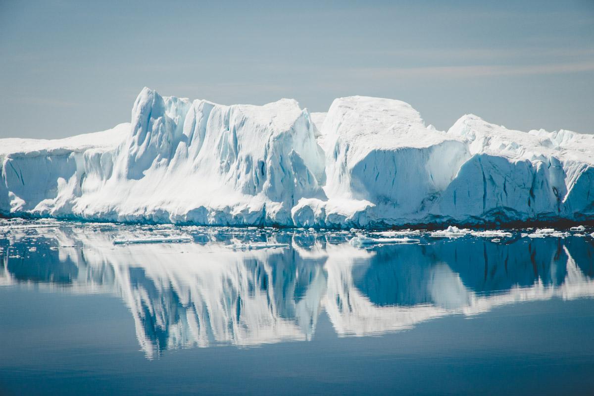 Eisberg Spiegelung im Wasser