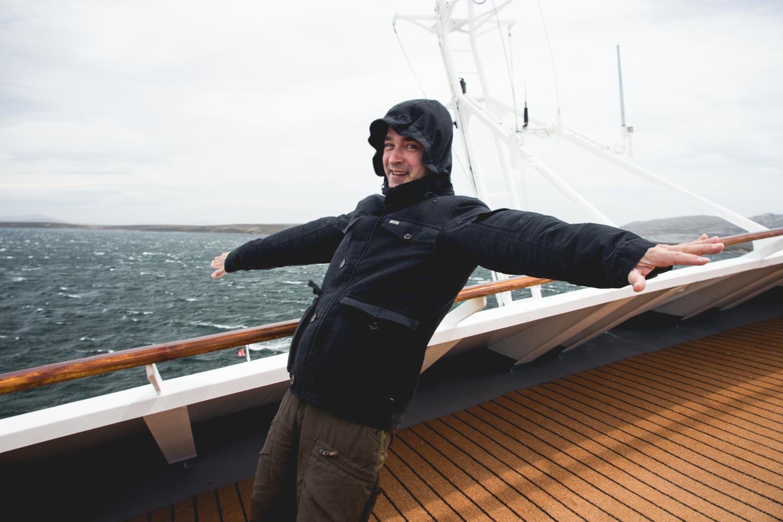 Schiefes Schiff im Sturm