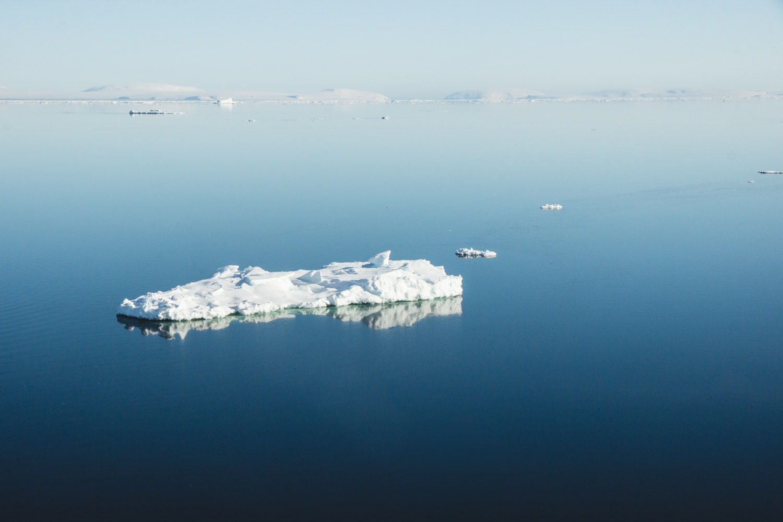 Eisscholle vom Meereis in der Antarktis