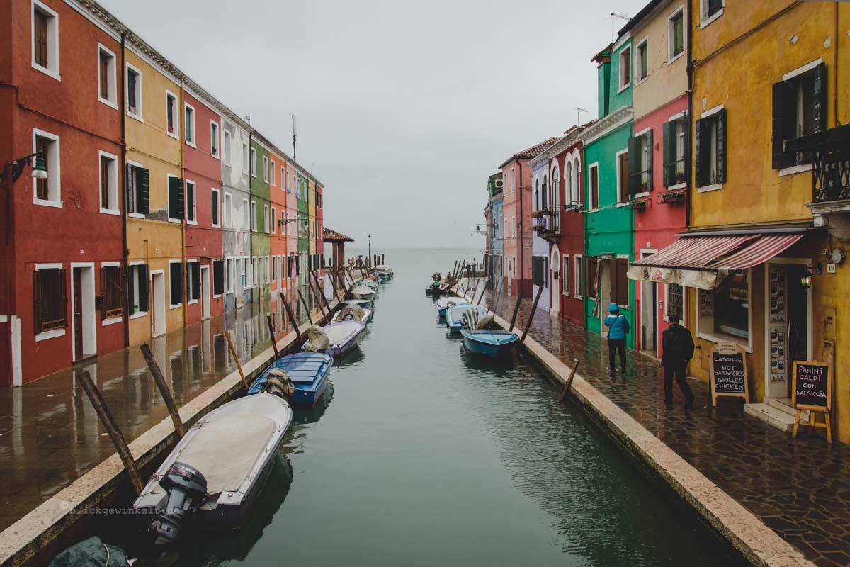 Die bunten Fischerhäuser von Burano in der Lagune von Venedig