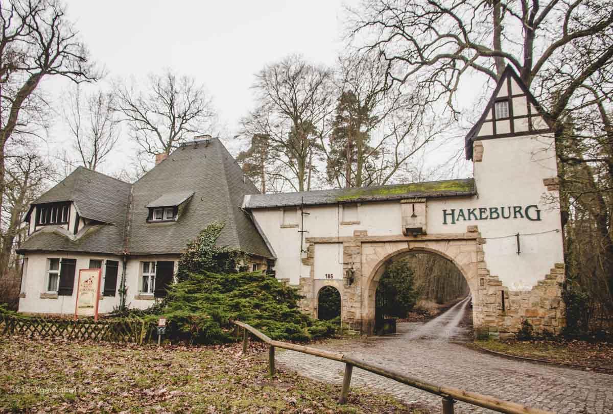 Eingangstor Neue Hakeburg in Kleinmachnow