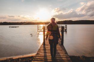 Sonnenuntergang am See im Ferienpark Mirow: Ja, is irgendwie unscharf. Daran ist selbstverständlich der Mann schuld. :P