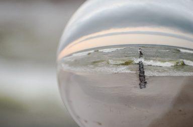 Glaskugel und Meer