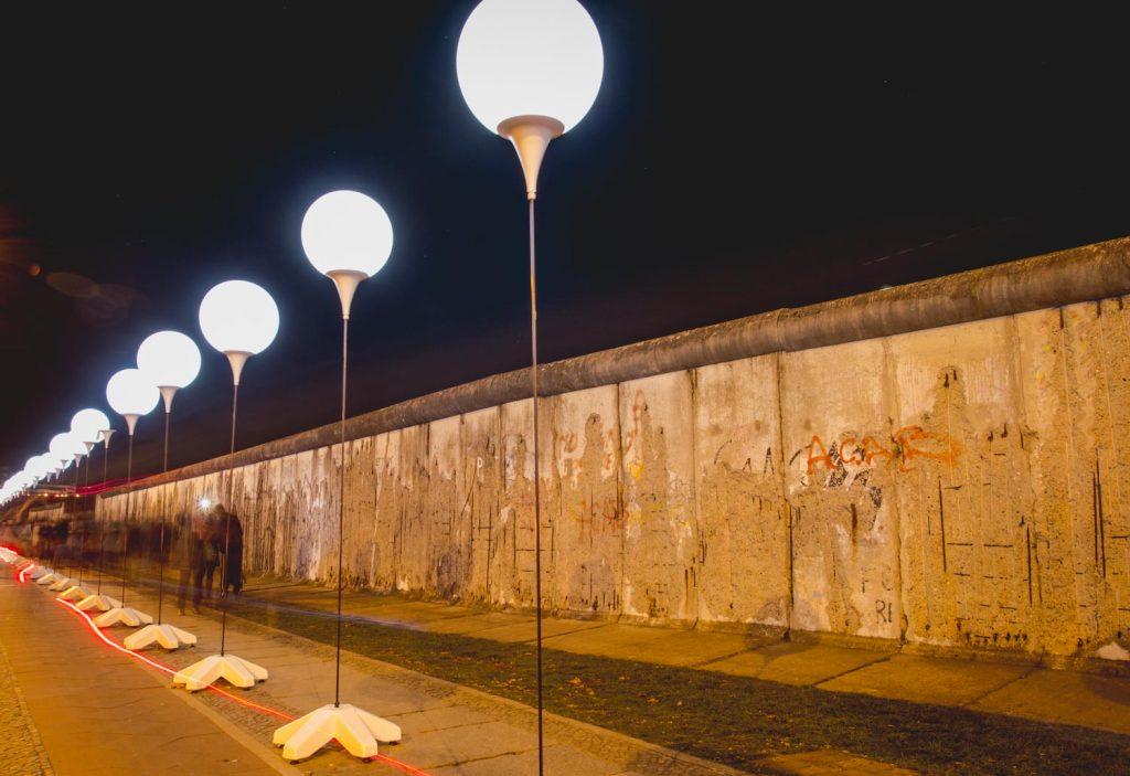 Lichtmauer in Berlin zum Mauerfall-Jubiläum