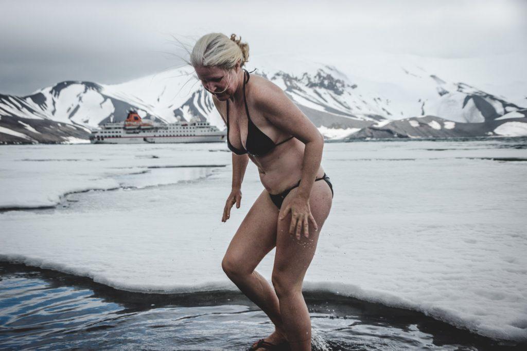 Miss Antarctica,Schwimmen in der Antarktis