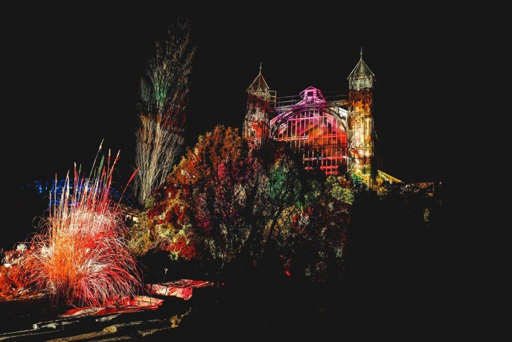 Botanischer Garten - beleuchtetes Gewächshaus