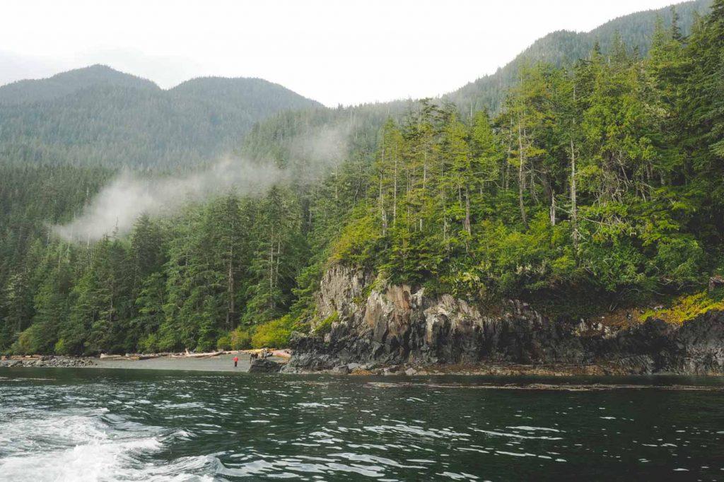 Urwälder auf Vancouver Island mit wilder Küste