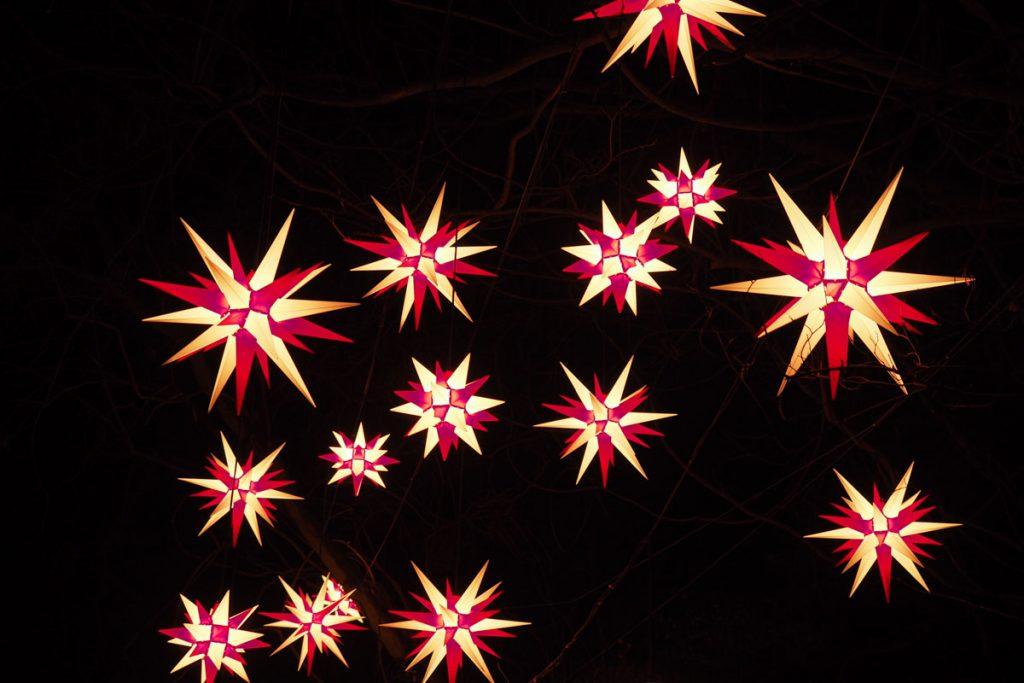 beleuchtete Weihnachtssterne