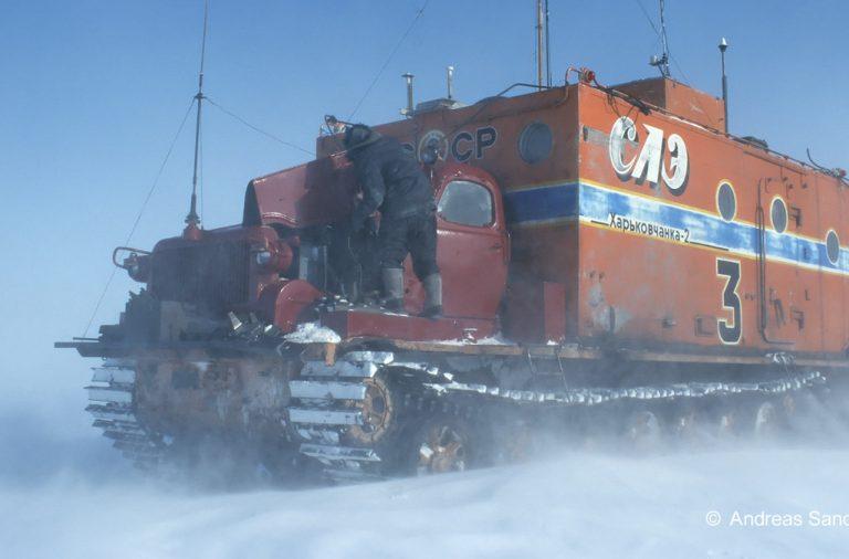 Mit Kettenfahrzeugen zum Kältepol in der Antarktis