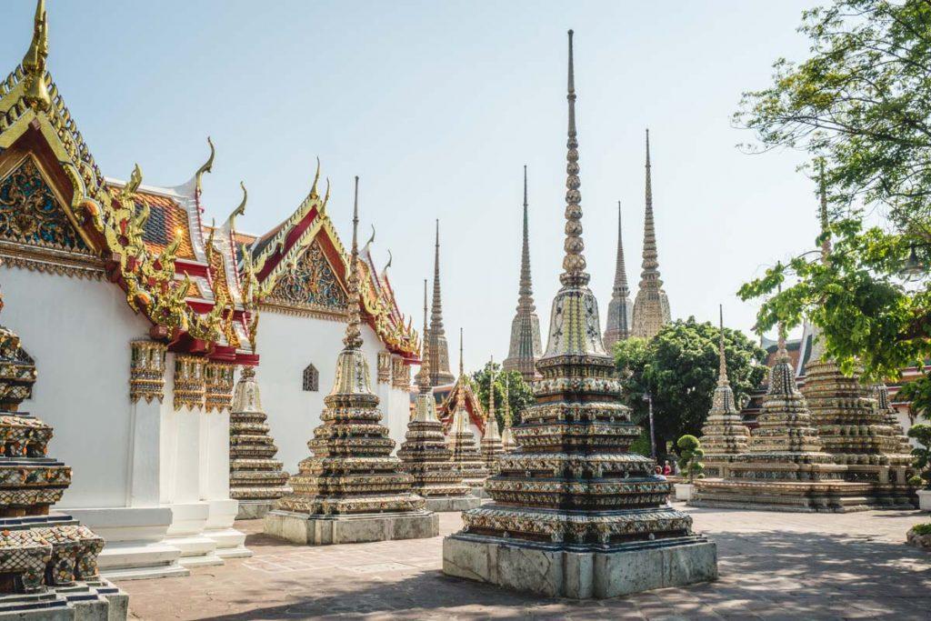 Pagoden im thailändischen Tempel