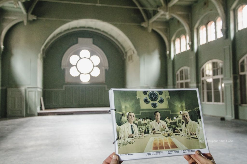 "Filmkulisse von ""A Cure for Wellness"" in den Beelitz-Heilstätten"