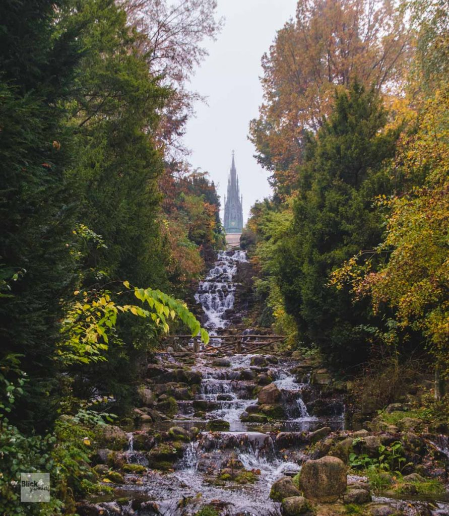 Berlins höchster Wasserfall im Viktoriapark in KReuzberg