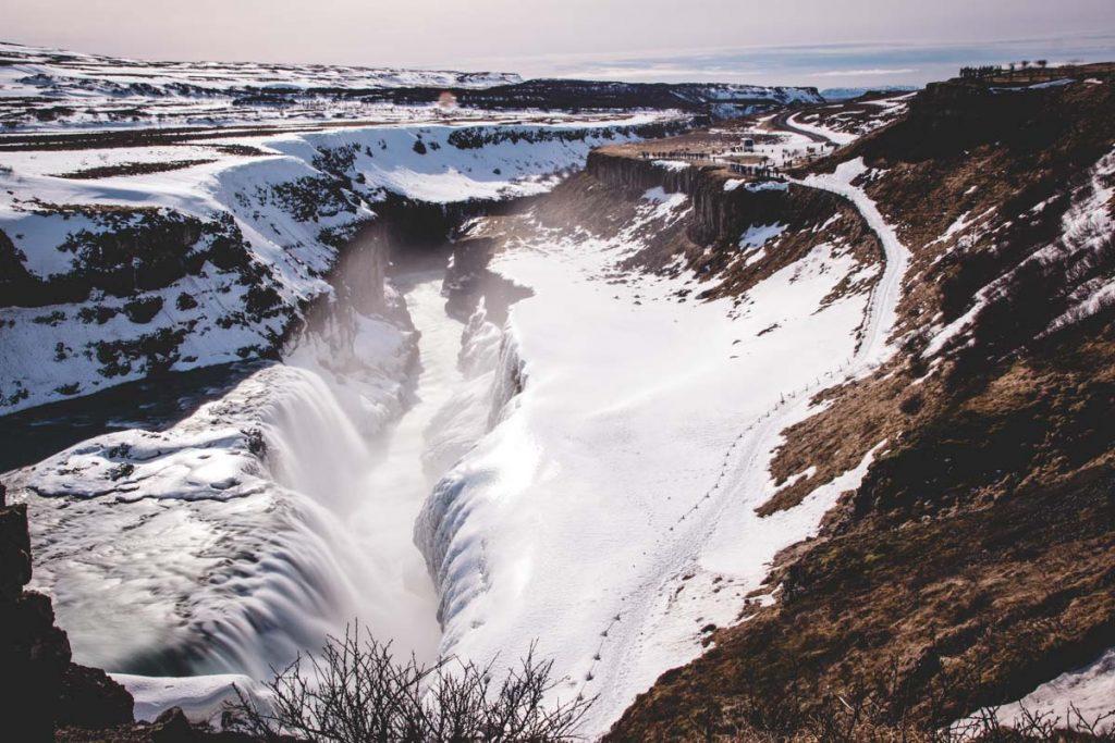 Gullfoss im Winter, zugefrorener Wasserfall