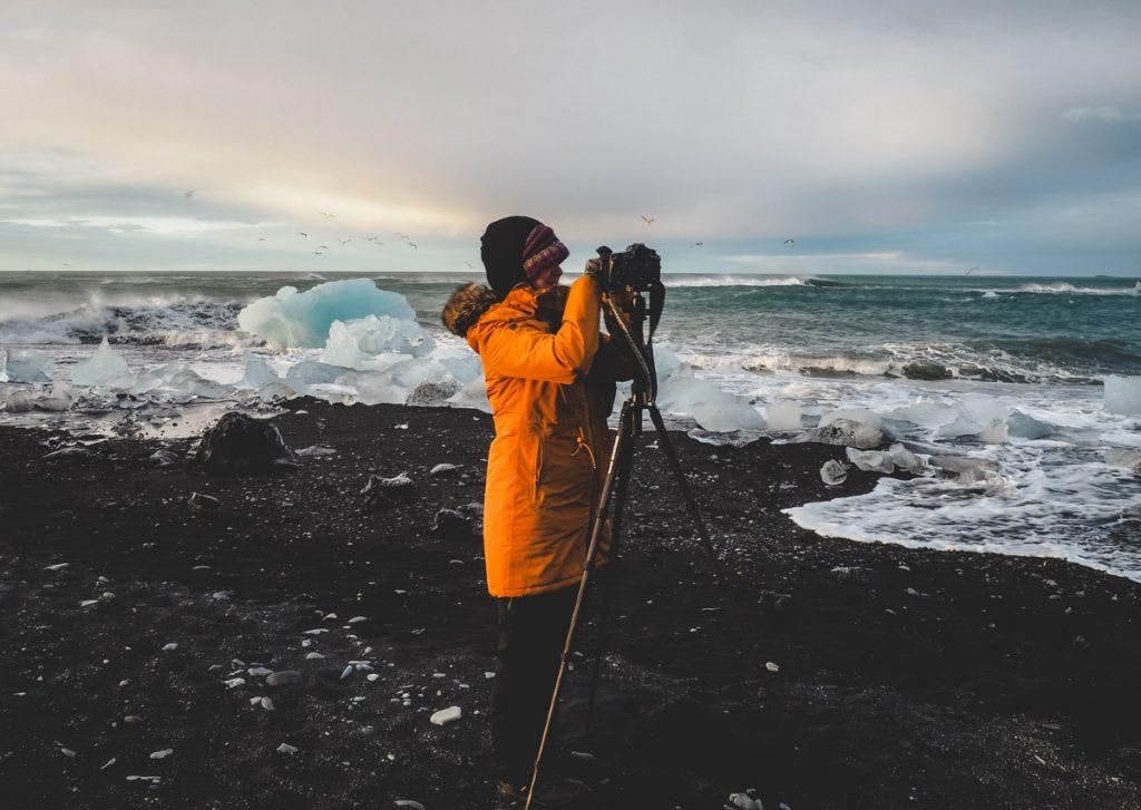 Fotografieren am Strand mit Eisbrocken