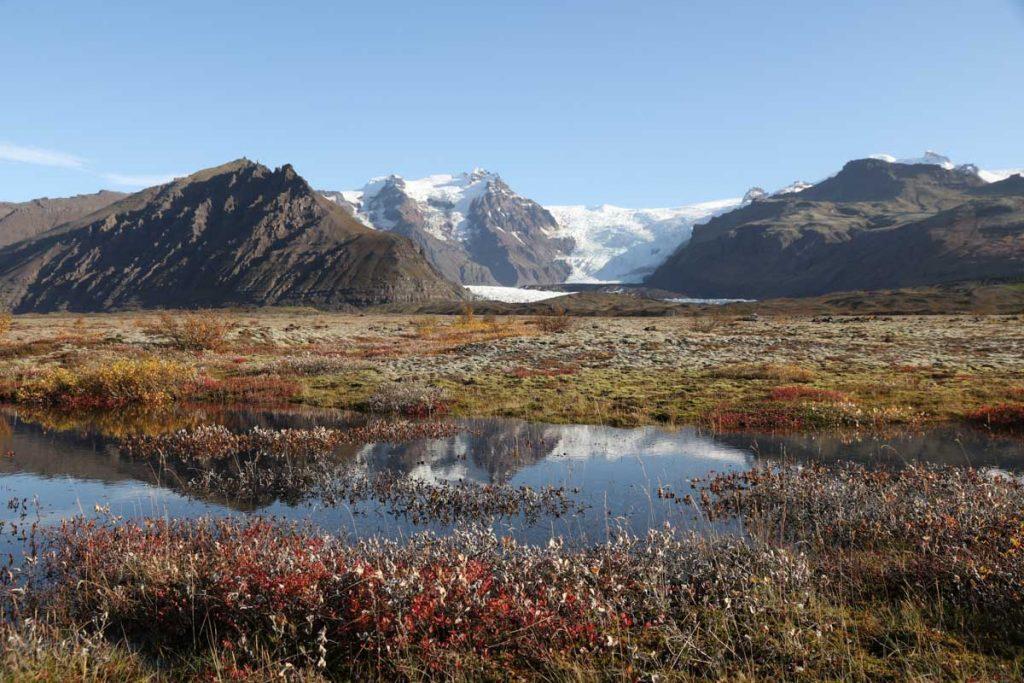 Oktoberwiese mit Gletscher im Hintergrund
