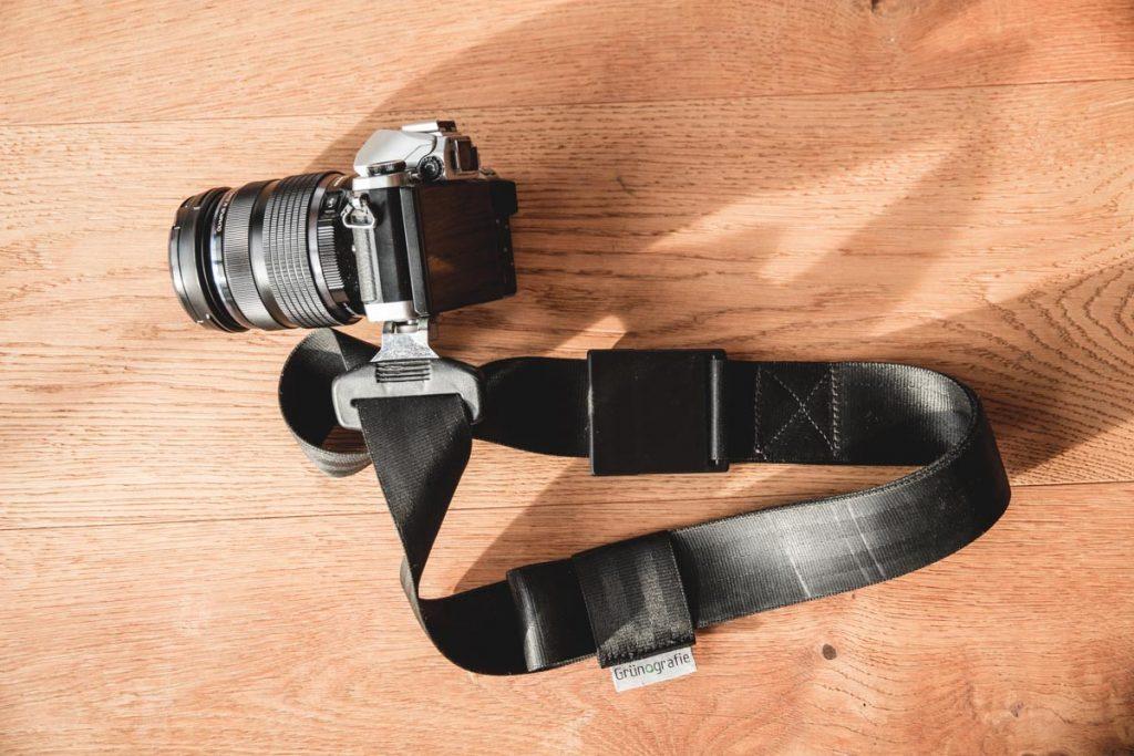 Kameragurt, schwarz, aus Auto-Sicherheitsgurt