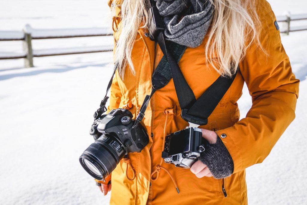 Person mit zwei Kameras