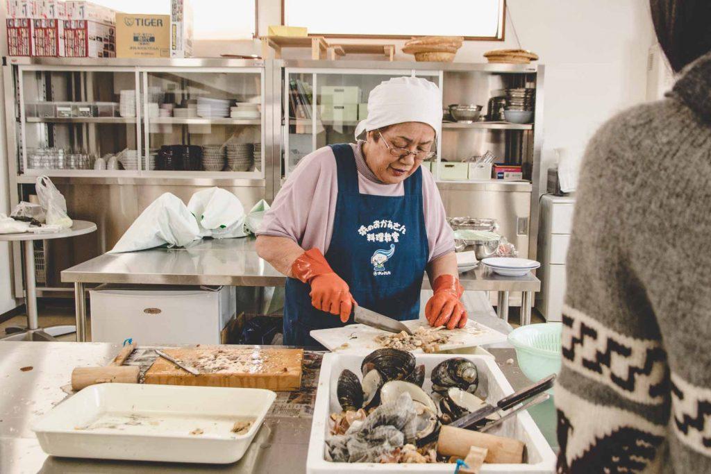 Muscheln öffnen lernen in Japan
