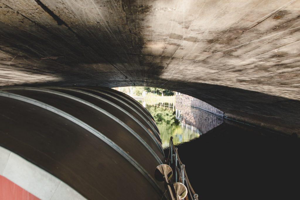 Brücken-Unterfahrt