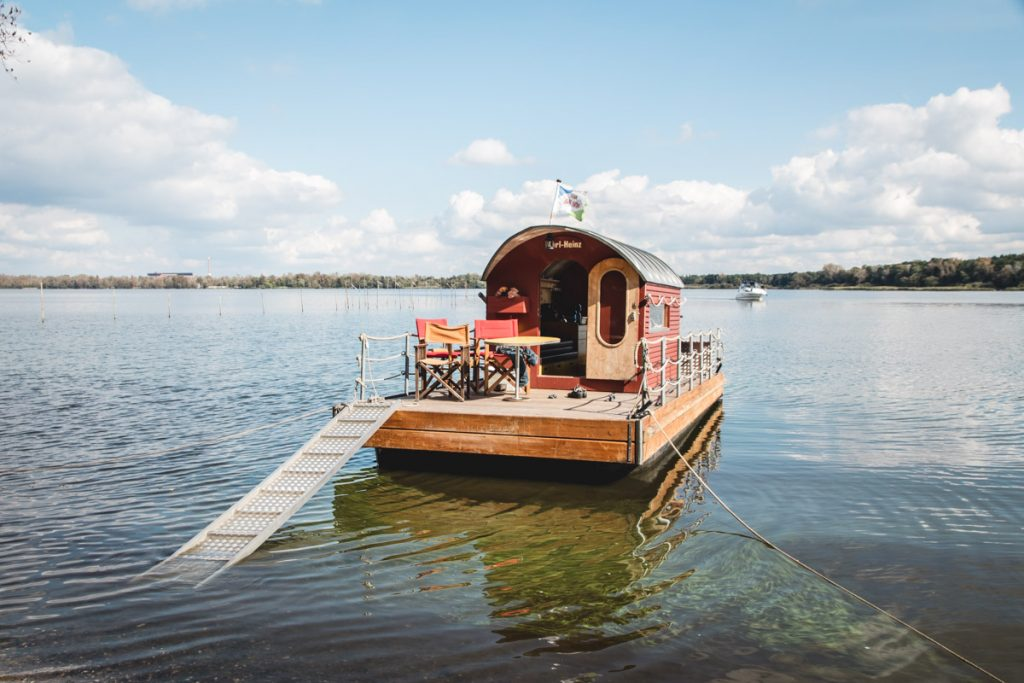 Hausboot am Ufer