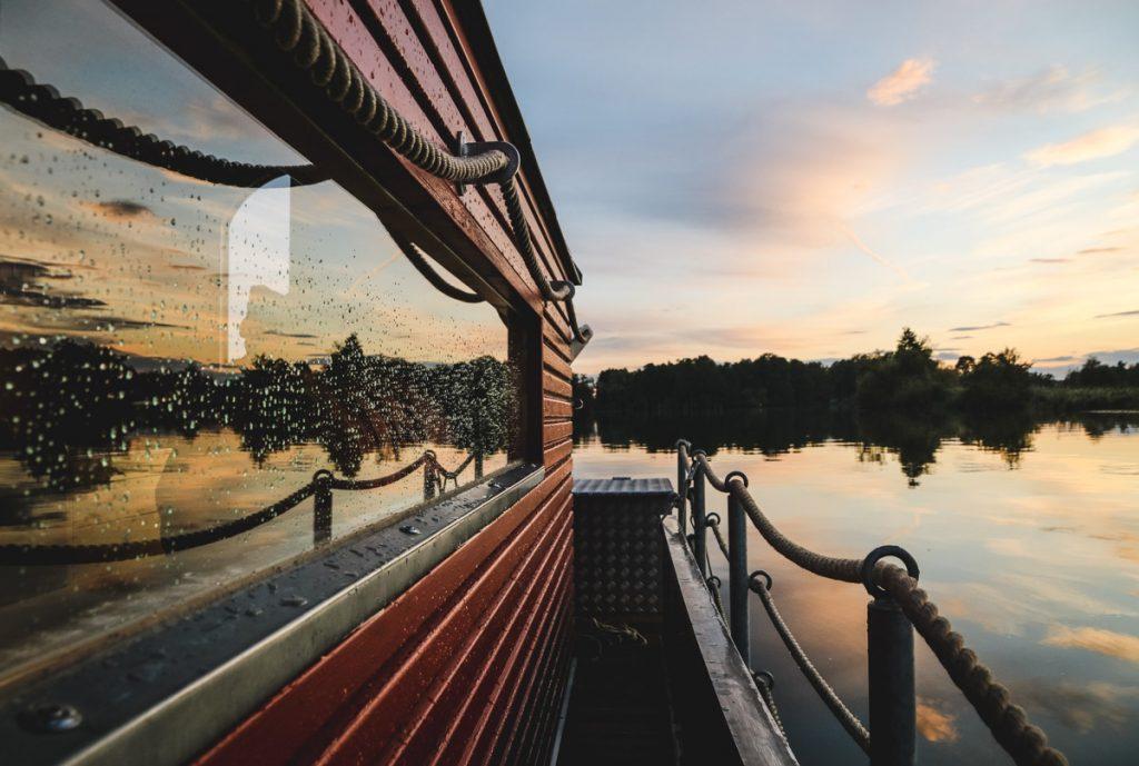 Sonnenuntergang neben dem Hausboot