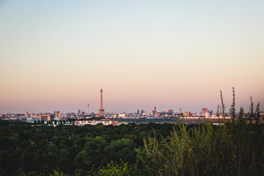 Sonnenuntergang mit Funk- und Fernsehturm