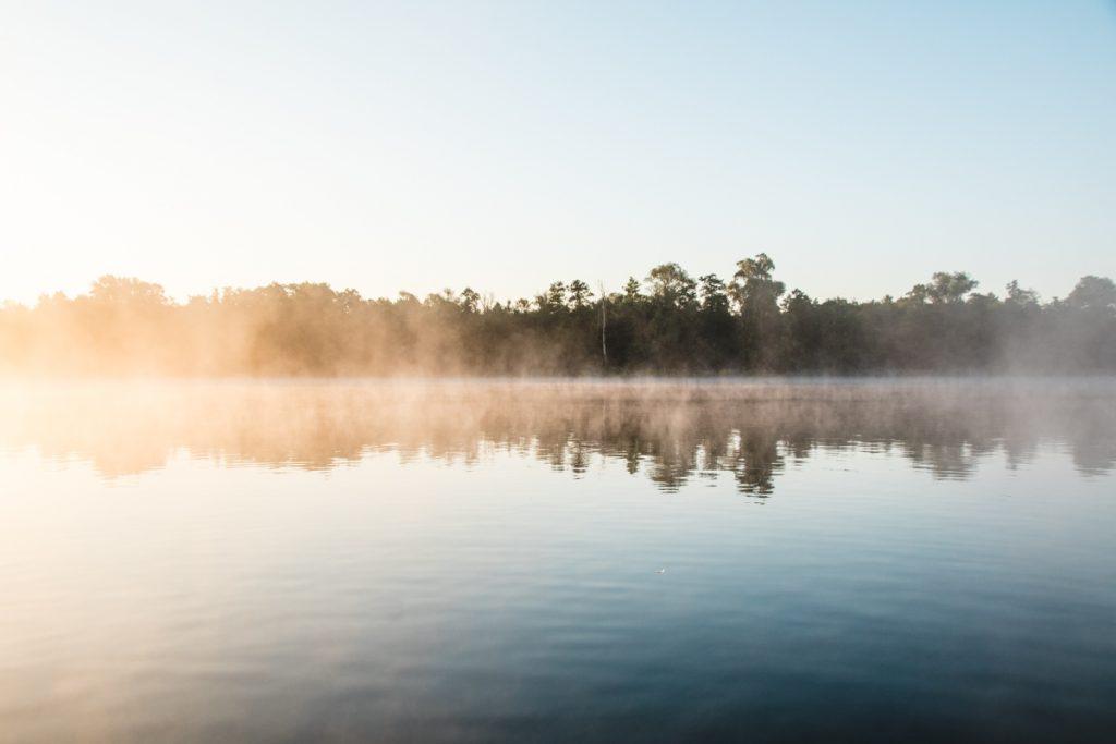 Morgensonne auf dem Fluss