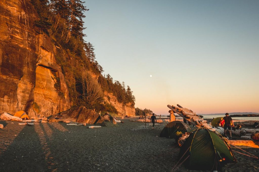 Schönes Licht am Abend im Camp